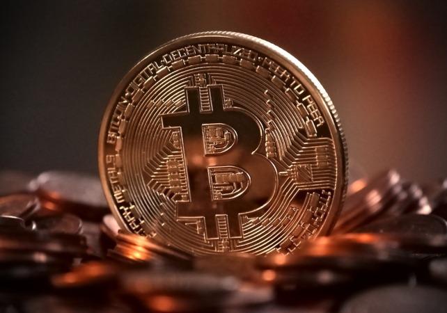 La criptomoneda es un medio de pago digital y de acceso universal que no está emitido por bancos centrales.