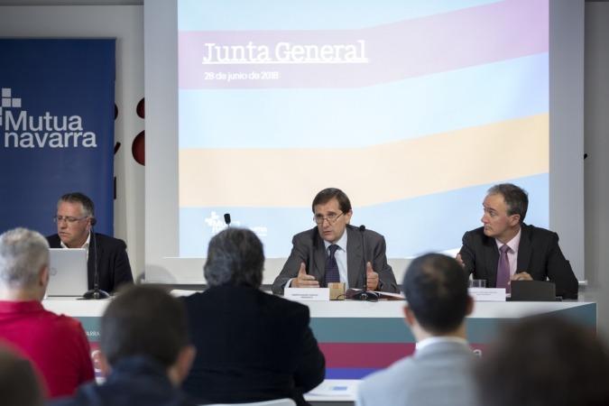 El acto ha contado con la presencia de Luis Esparza, secretario; Alberto Ugarte, presidente de Mutua Navarra y Juan Manuel Gorostiaga, director gerente de Mutua Navarra.
