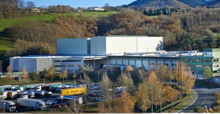 Planta de Iparlat, empresa dedicada a la elaboración de productos lácteos y bebidas vegetales.