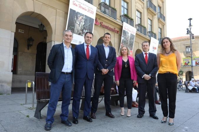 Responsables de Diario de Navara y Banco Santander presentan la V edición de su Premio de Fotografía San Fermín (FOTOS: Javier Ripalda)