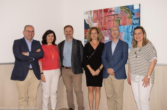 Los representantes de ANEL posan con los promotores del IV Encuentro Nacional de Economía Social celebrado en Valencia