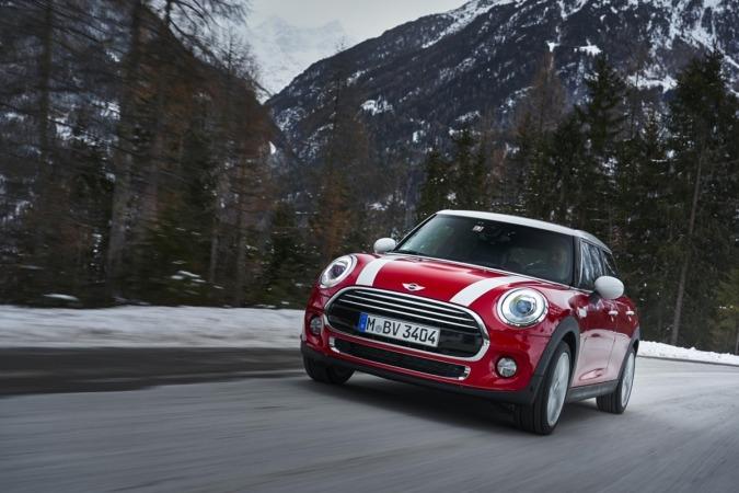 Imagen promocional del nuevo modelo MINI dotado con la  transmisión automática Steptronic de 7 velocidades.