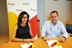 María Miró (NEDGIA) y José María Tabar (ANAFONCA), tras la firma del acuerdo suscrito en Pamplona entre ambas entidades.
