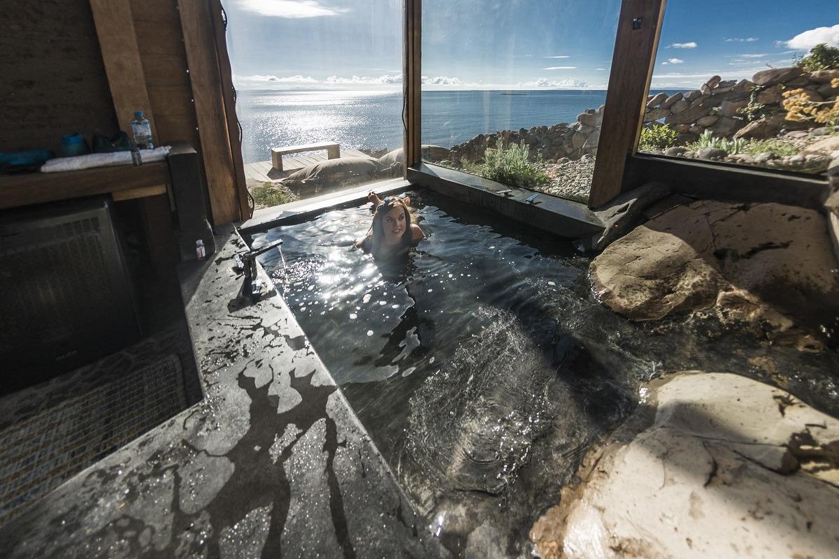 Vistas desde la habitación de Helena Areta, fundadora de la asesoría de viajes Nashira, al peruano lago Titicaca (FOTO: Abel Castro).
