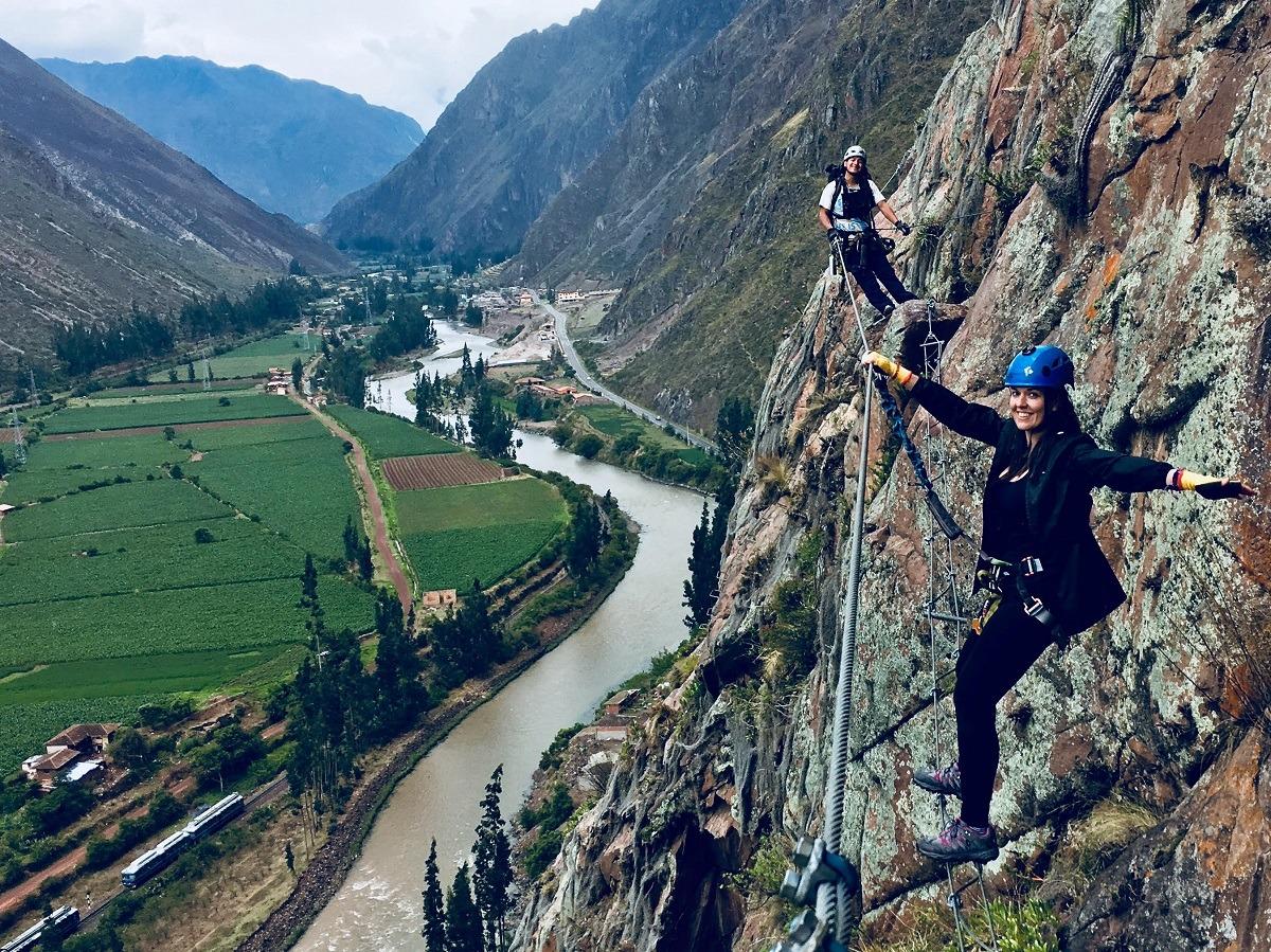 Nashira-peru-6-puente-tibetano-ascendiendo-Skylodge