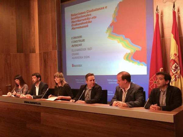 La consejera de Relaciones Ciudadanas e Institucionales, Ana Ollo, acompañada de todo su equipo de trabajo.