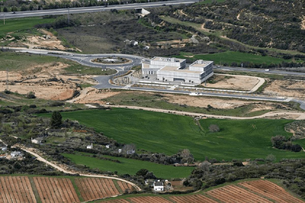 Vista panorámica del parque empresarial de Tierra Estella que se extiende hacia la Autovía del Camino.