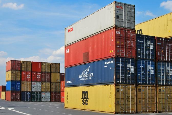 Las exportaciones en España bajan y se sitúan al mismo nivel que el crecimiento del PIB.