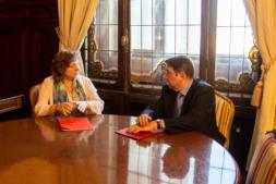 La consejera Isabel Elizalde y el ministro Luis Planas.
