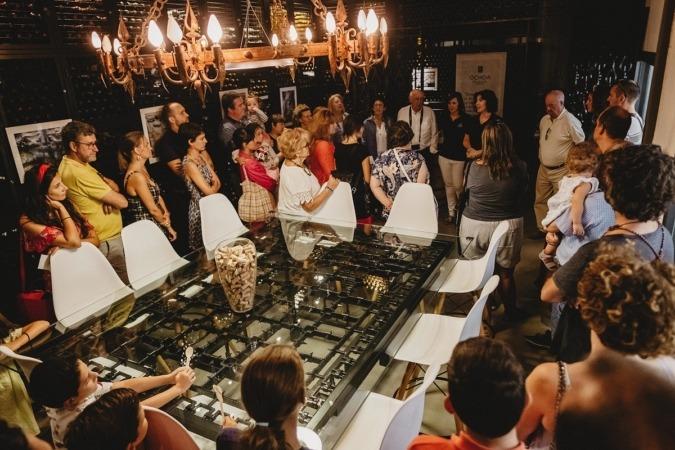 La familia Ochoa abres sus puertas y atiende a sus invitados en su Bodega de Olite (FOTO: Iñaki Castillo).