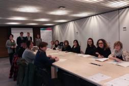 CaixaBank y la Asociación de Comerciantes de Navarra imparten cursos de escaparatismo.