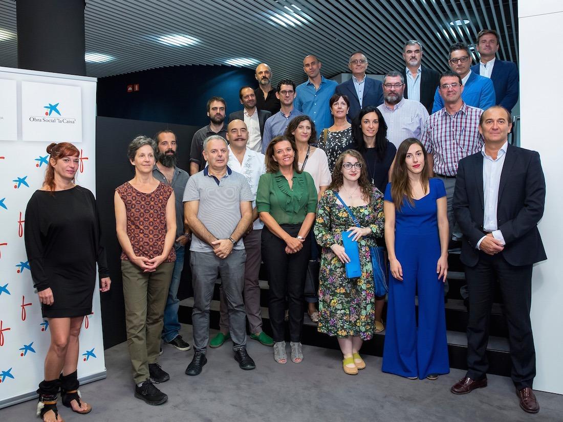 Representantes de la Obra Social 'la Caixa' y Fundación Caja Navarra, junto a las 21 entidades ganadoras de Innova@cultural. (FOTOS: JESÚS GARZARÓN)
