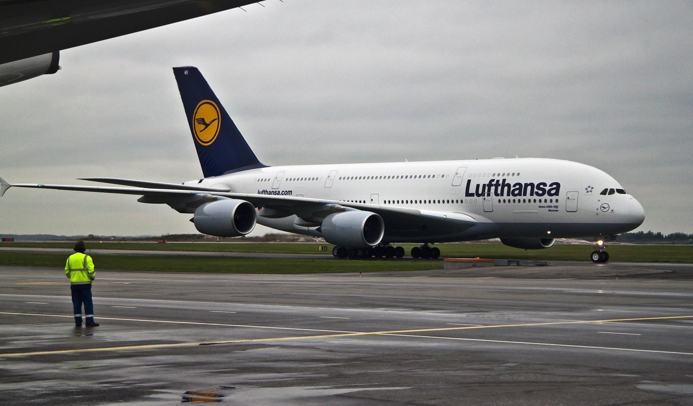 Unos 3.000 pasajeros al mes utilizan el enlace que  mantiene el aeropuerto de Noáin-Pamplona con el de Frankfurt.