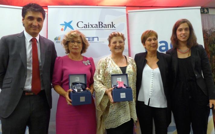 De izquierda a derecha: Domingo Sánchez, presidente AER; las premiadas Rosa García y Isabel Jiménez; Uxue Barkos, presidenta del Gobierno de Navarra; y una alumna de la Escuela de Arte de Corella.