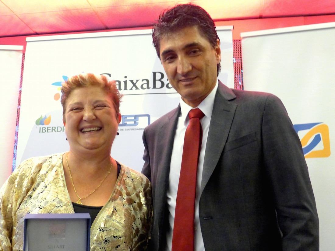 Isabel Jiménez Malo, premio Relevo Generacional; y Domingo Sánchez, presidente AER.