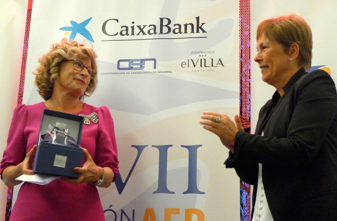 Rosa García, premio Trayectoria Empresarial; y Uxue Barkos, presidenta del Gobierno de Navarra.