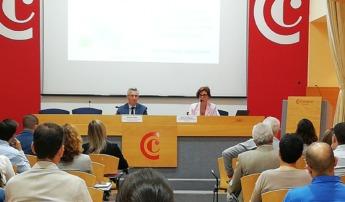 Marta Guelbenzu Robles y Roberto Pérez Ramón durante su intervención.