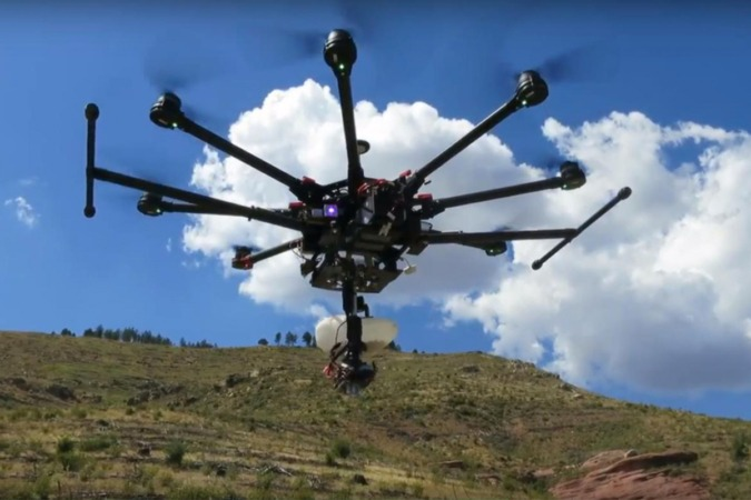 Uno de los drones utilizados por CO2 Revolution en las labores de plantación.