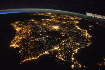 Imagen nocturna de la Península Ibérica vista desde el espacio, en una imagen capturada por la Nasa.