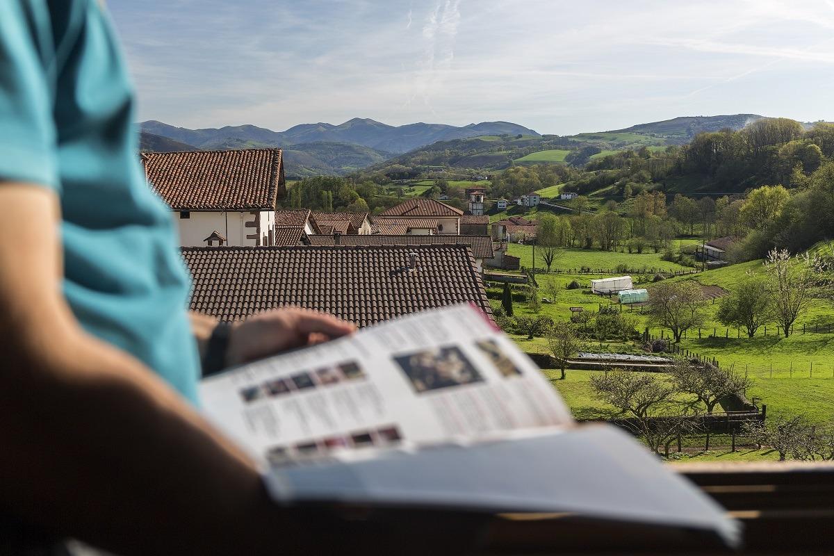 Vistas del Valle del Baztán desde el Hotel Palacio Borda.