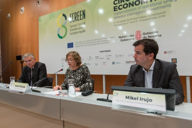 Mesa Presidencial del encuentro SCREEN con Carlo Polidori (gestor del consorcio), Isabel Elizalde (consejera foral) y Mikel Irujo (delegado de Navarra en Bruselas. (FOTOS: Víctor Rodrígo)