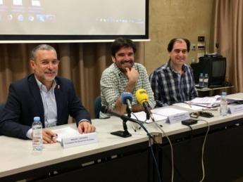 De izda. a dcha.: Miguel Laparra, Eneko Larrarte y Abel Casado.