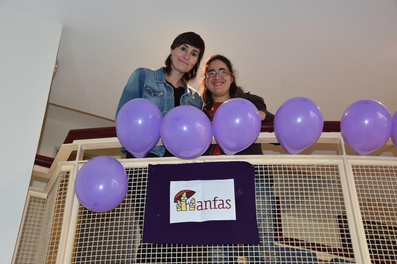 Sonia Ganuza y Vanesa Alonso en el edificio de Anfas en Pamplona.
