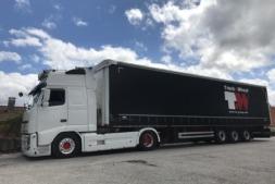 Imagen de uno de los camiones que utiliza Truck & Wheel para su servicio de almacenaje y logística.
