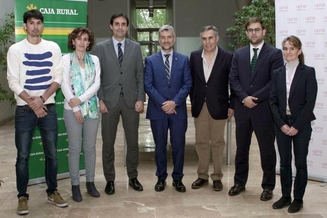 De izquierda a derecha: Javier Caballero, Cristina Bayona, Ricardo Goñi, Alfonso Carlosena, Primitivo Caballero, Gonzalo Soto y Delia Muñoz. (Foto: UPNA)