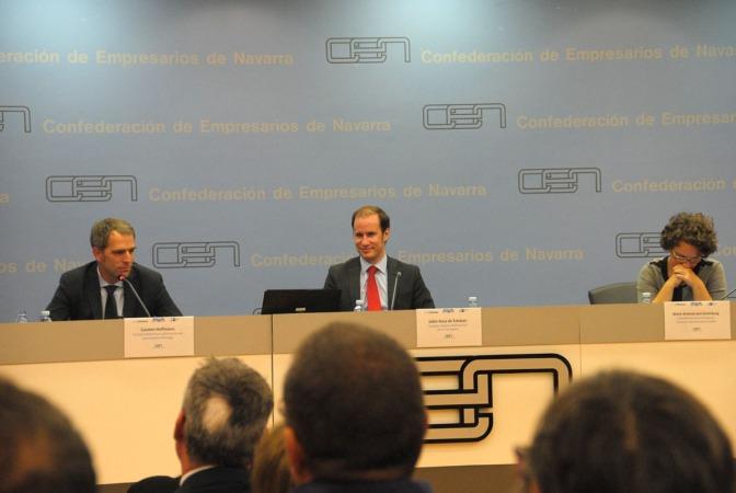 Carsten Hoffmann, Jokin Ansa, de la Sociedad Hispano Alemana del Norte de España, y Marie-Antonia von Schönburg, en la sede de la CEN.