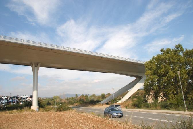 El puente de la Autová del Camino obra de Javier Manterola, en Puente la Reina, es la última gran estructura construida en Navarra.