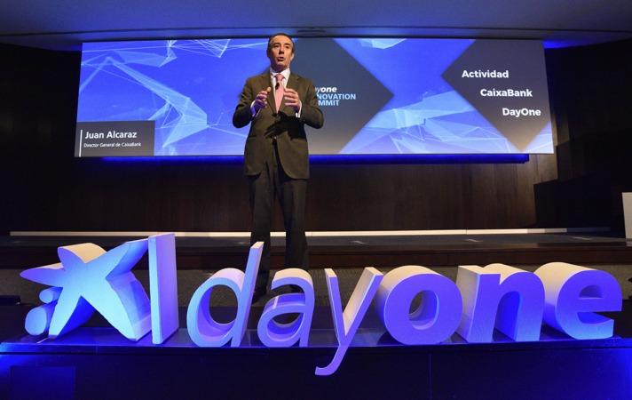 Juan Antonio Alcaraz, director general de Negocio de CaixaBank, presenta los Premios Emprendedor XXI.
