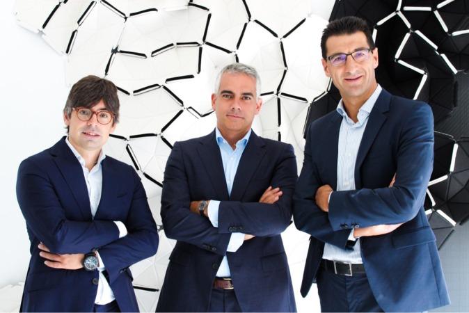Alejandro Touriño, socio director de ÉCIJA,; Arturo del Burgo, responsable de la nueva oficina de Pamplona y Hugo Écija, presidente ejecutivo de la firma.