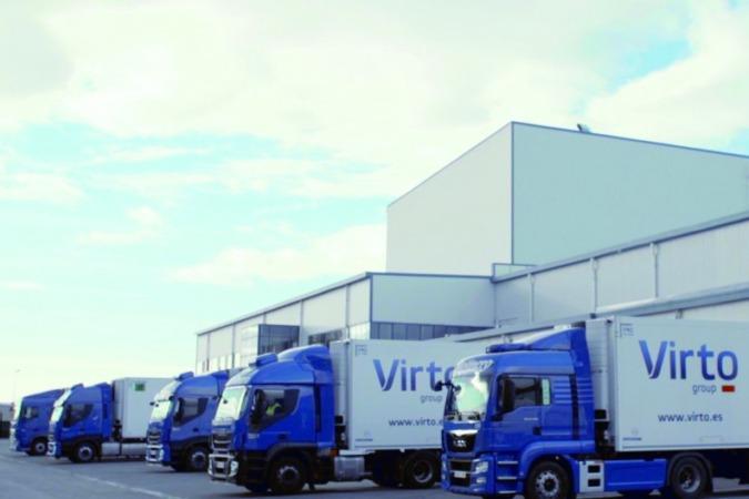 Camiones ante la planta de Virto en Azagra.