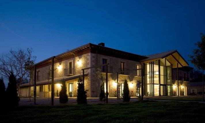 Hotel-Villa-Marcilla-exterior-noche