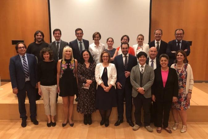 Foto de familia de todos los ponentes y organizadores de la II Jornada 'Diálogos: Mediación transfronteriza'.