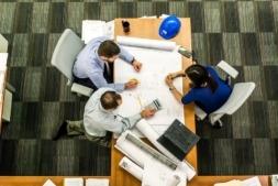 El mayor número de desempleados se concentra en el sector servicios.