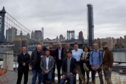 Los representantes de las empresas participantes en la misión comercial, ante el puente de Brooklyn.