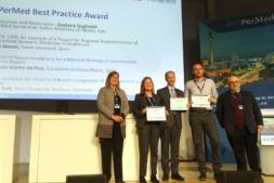 El doctor Ángel Alonso, genetista del CHN, investigador del centro y director de NAGEN 1000 recibió el galardón en Berlín.