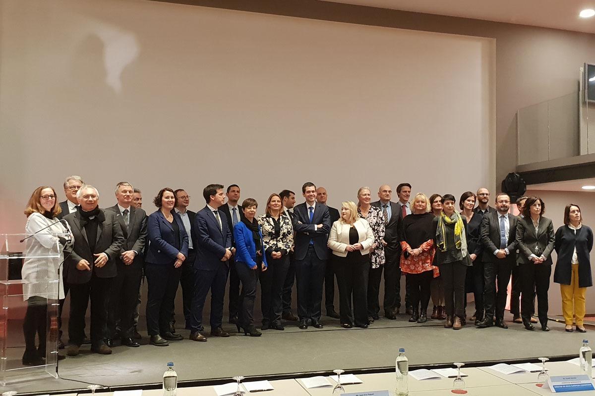 Representantes de las Regiones Europeas. En la primera fila, el delegado, Mikel Irujo, junto a Petra Püchner, comisionada del Ministerio de Asuntos Económicos de Baden Wurtenberg.