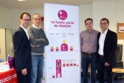 El director de Adacen junto a los autores del estudio.