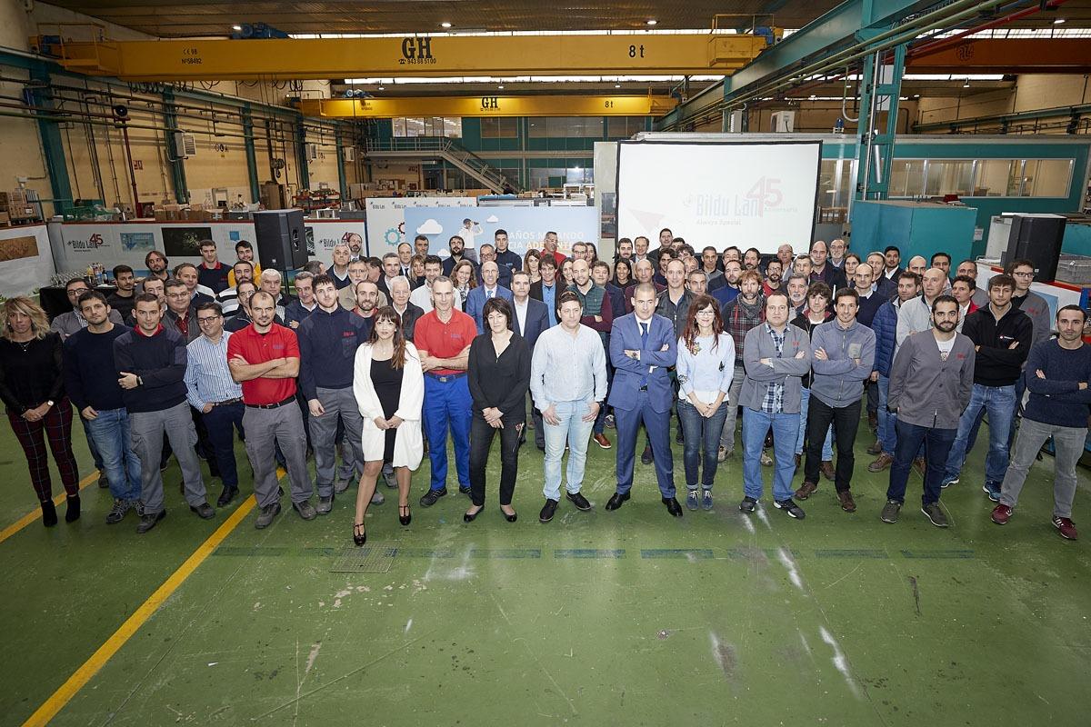 La plantilla de Bildu Lan, en las instalaciones de la empresa.