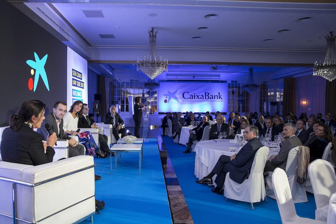Momento en el que las entidades comparten sus testimonios, durante la cena anual de CaixaBank en el Hotel Tres Reyes. (Fotos: Jesús Garzaron)
