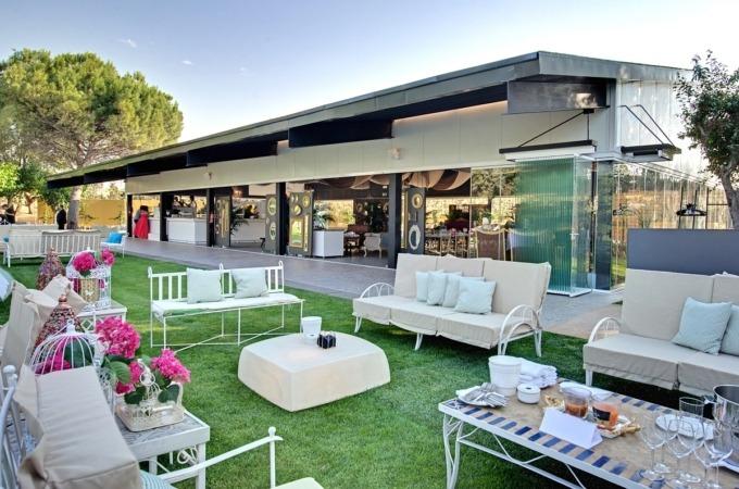 Los 15 mil m2 de jardines de la ZonaChic del Complejpo Castejón, son el escenario perfecto para la boda perfecta.