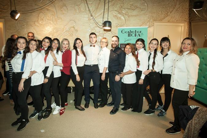 El equipo del GastroBar Moka celebró con todos su aniversario.