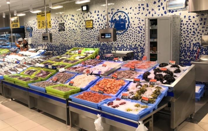 Sección de pescadería del reabierto Mercadona en Burlada como modelo de Tienda Eficiente.