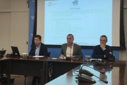 De izquierda a derecha, Javier Etayo, el vicepresidente Laparra y Federico Rosas.