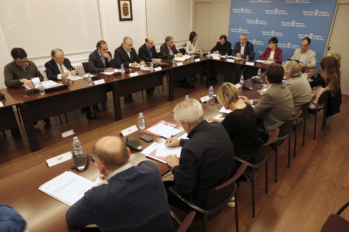 Reunión del Consejo Económico y Social, presidida por el consejero Mikel Aranburu.