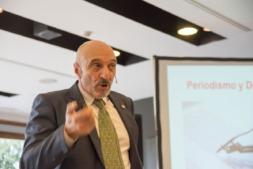 El catedrático Humberto Bustince, durante su conferencia.