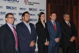 Imagen de los premiados. De I a D: José Antonio Espinosa (SEINSA), fundadores de iAR y Patxi Ceberio (Frenos Iruña).